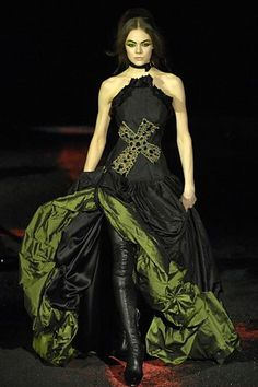 Alexander McQueen Fall 2007 Ready-to-Wear Collection Photos - Vogue