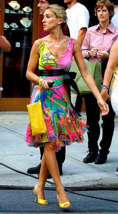 The Most Stylish TV Characters of All-Time: Sarah Jessica Parker as Carrie Bradshaw on Sex and the City, 2001 Carrie Bradshaw Outfits, Carrie Bradshaw Estilo, Sarah Jessica Parker, City Outfits, Summer Outfits, Celebridades Fashion, Moda Chic, City Style, Mode Style
