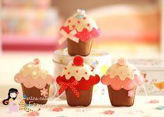 felt cupcakes with pattern Felt Crafts Diy, Felt Diy, Handmade Felt, Crafts For Kids, Felt Cake, Felt Cupcakes, Valentine Cupcakes, Cupcake Crafts, Diy Cupcake