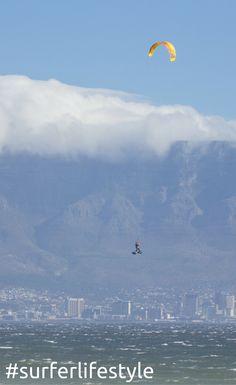 Big Air am Blouberg Strand in Kapstadt. Hier erfährst du alles was du als Kitesurfer von Kapstadt wissen musst