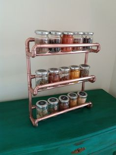 Copper pipe spice rack - wall mounted - with jars - Small Version - copper kitchen Spice Rack With Jars, Diy Spice Rack, Upcycled Spice Rack, Spice Holder, Pvc Pipe Crafts, Pvc Pipe Projects, Copper Decor, Copper Art, Copper Furniture