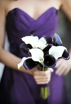 sweetheart top bridesmaids dresses; blck/white tulips bouquets