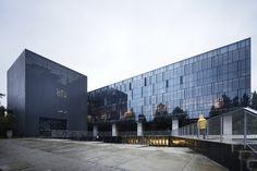 Emilio Pugín Building / Albert Tidy