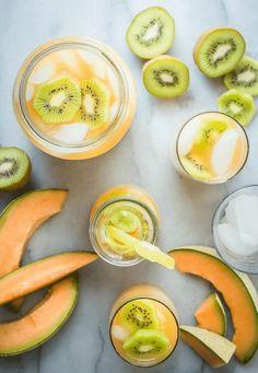 15Jugos que te ayudarán a eliminar la grasa abdominal Kiwi, Cocktails, Cocktail Recipes, Cantaloupe And Melon, Water Melon, Fruit Water, Water Water, Smoothies, Smoothie Recipes