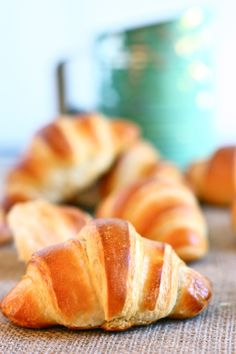 These rolls are like croissants but WAY less time consuming. Homemade Crescent Rolls, Cresent Rolls, Crescent Roll Recipes, Donuts, Muffins, Brunch, Cupcakes, Bread And Pastries, Bread Rolls