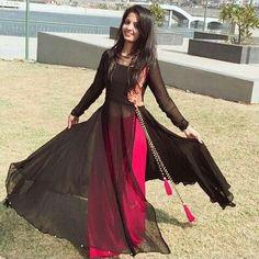 long black kurta with pink skirt Indian Fashion Dresses, Pakistani Dresses, Indian Outfits, Fashion Outfits, 80s Fashion, Fashion Clothes, Kurti Designs Party Wear, Kurta Designs, Blouse Designs