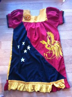 A Papua New Guinea 'meri blaus' is what most women wear - it's loose, comfy & you can wear it with just about anything.  This one depicts the colors of the Papua New Guinea flag! #PapuaNewGuinea #dresses #fashion