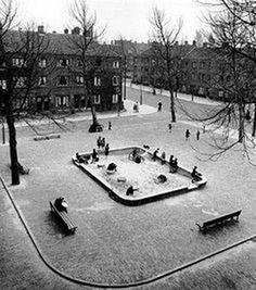 Aldo van Eyck . Zona de jocs,Bertelmanplein, 1947.
