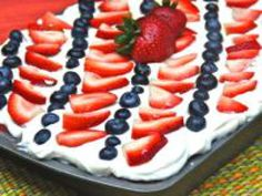 Eight Ways to Enjoy Tres Leches Cake (Pastel de Tres Leches): Strawberry Tres Leches Cake Strawberry Filling, Strawberry Cakes, Strawberry Recipes, American Desserts, American Recipes, Cut Strawberries, Tres Leches Cake, Flavored Milk, How To Make Cake