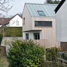 Haus Link, Haus B 8 a, Andreas Link und Torsten Claupein, Karlsruhe, Deutschland, einfamilienhaus, holzhaus, holzfassade, haus am hang, gara...