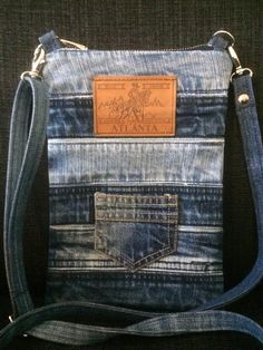 Denim Purse, Sewing Projects, Sewing Ideas, Purses And Bags, Messenger Bag, Satchel, Handbags, Crafts, Clothes