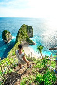 KELINGKING SECRET POINT BEACH ON NUSA PENIDA- ONE OF THE PRETTIEST BEACHES YOU WILL EVER SEE