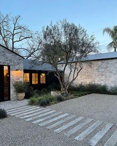 Front Yard Landscaping, Backyard Patio, House Landscape, Landscape Design, Exterior Colors, Exterior Design, Exterior Paint, Architecture Details, Landscape Architecture