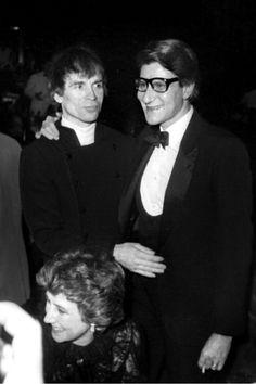 Rudolf Noureev et Yves Saint Laurent au Lido le 29 Janvier 1982 célébrant les 20 ans de création du couturier.  Getty Images.