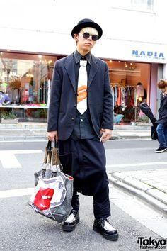 Cool Harajuku guy in a simple black shirt, sarueru pants, Vivienne Westwood denim bag + creepers from Tuk! #tokyofashion #Vivienne Westwood <3