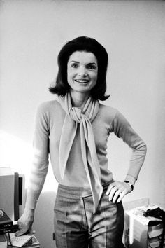 To this day, Jackie Kennedy Onassis is still one of the most fascinating first ladies. Kennedy and her Jacqueline Kennedy Onassis, John Kennedy, Estilo Jackie Kennedy, Caroline Kennedy, Jackie O's, Les Kennedy, Jaqueline Kennedy, Southampton, Cartier Tank