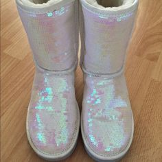 Gorgeous sequin authentic UGGS! Awesome condition! I live in Florida and wore them twice. UGG Shoes Winter & Rain Boots