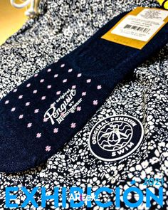 Branding en producto terminado. #penguin Visual Merchandising, Branding, Toms, The Originals, Brand Management, Identity Branding