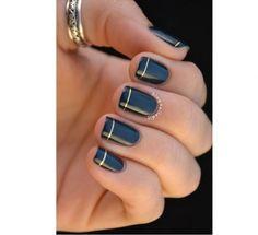 Czarny manicure - elegancki i frapujący. 20 super pomysłów na czarne paznokcie - Strona 7