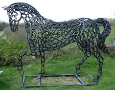 Horseworld Sculpture Exhibition Tom Hill No 35 Horseshoe Horse. I'd love to… Horseworld Sculpture Exhibition Tom Hill No 35 Horseshoe Horse. Horseshoe Projects, Horseshoe Crafts, Horseshoe Art, Welding Crafts, Welding Art, Horse Head, Horse Art, Art Furniture, Equestrian Decor