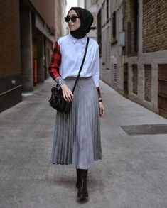 80 Fashion Hijab Casual Teens Present Simple Celebrity! Models of clothes Ootd Hijab, Casual Style Hijab, Casual Hijab Outfit, Hijab Chic, Hijab Fashion Casual, Trend Fashion, Fashion 2020, K Fashion, Classy Fashion