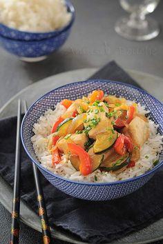 . Je vous propose aujourd'hui une recette salée pour changer un peu. C'est une recette que j'adore, je m'en ferai péter le ventre. Je l'appelle Mon poulet à la chinoise mais je ne sais pas si il y a quelque chose de chinois dans cette recette à par le...