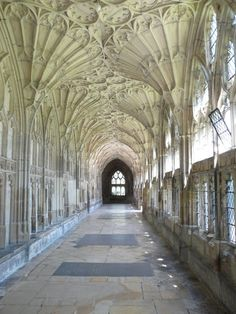 Picture of Gloucestershire Cathedral.  The first time fan vaulting was used. - Pictures of England