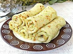 🍳 Delicious squash pancakes you can cook for Breakfast or dinner. Pancakes turn out very tender and soft. For the filling you can use cheese or cottage cheese, is very tasty. To prepare squash pancakes you will need: 1 zucchini Vegetarian Recipes, Cooking Recipes, Healthy Recepies, Good Food, Yummy Food, Romanian Food, Health Breakfast, Perfect Breakfast, Food Inspiration