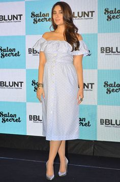 Kareena Kapoor Khan's coolest maternity looks from Sabyasachi lehengas to Zara dresses. Check out how Kareena rocked the maternity wear here! Pregnancy Wardrobe, Pregnancy Outfits, Indian Bollywood Actress, Bollywood Fashion, Kareena Kapoor Khan, Dress Indian Style, One Piece Dress, Bollywood Celebrities, Maternity Wear