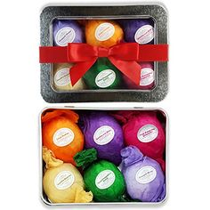 You can learn how to make holiday bath bombs with easy to follow tutorial. Perfect handmade gift idea to DIY.