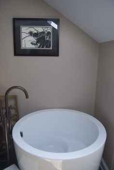 17 Collections Of The Japanese Soaking Tub Designs. Simple Tiny House Japanese Soaking Tub in the Small Bathroom with Classic Dark Scheme Curved Shaped Faucets Accessories and Round Shaped White Tub Style Tiny House Bathroom, Bathroom Design Small, Bathroom Layout, Modern Bathroom, Small Bathrooms, Bathroom Designs, Minimalist Bathroom, Master Bathroom, Japanese Soaking Tub Small