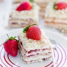 Coconut Cream and Strawberry No-Bake Cake Coconut Cream, No Bake Cake, Vanilla Cake, Cake Decorating, Decorating Ideas, Sweet Recipes, Pancakes, Cheesecake, Strawberry