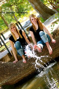 Best friend photography ideas @Kimberly Peterson Peterson Peterson Peterson Peterson Moore we should do our pics! (: