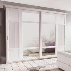 Szafa z drzwiami przesuwnymi – 2 drzwi z lustrem Ciekawą alternatywą dla tradycyjnej szafy, jest szafa z zestawu sosnowego Casa. Pięknie i niezwykle e...