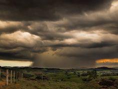 Chuva em Santa Rita de Caldas, MG (Foto: Joelmir Barbosa / VC no G1)