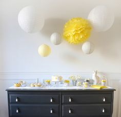 Gender reveal party - yellow and white - émoi émoi Reveal Parties, Gender Reveal, Party Party, Decor, Big Balloons, Birthday, Decoration, Decorating, Gender Reveal Parties