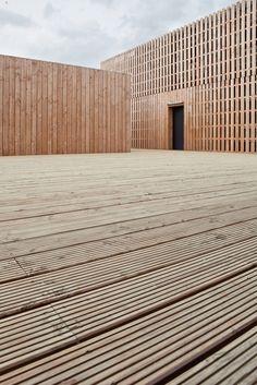 Odile + Guzy architectes / Temporary Information Centre / Mont-Saint-Michel, France Detail Architecture, Wooden Architecture, Container Architecture, Space Architecture, Contemporary Architecture, Wood Facade, Architectural Materials, Timber Cladding, Mont Saint Michel