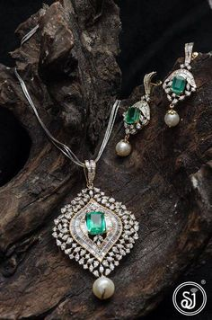 Jewelry OFF! Satyam Jewellers caters to beautifully crafted jewellery For exclusive collections contact us on - 91 9890163052 Gold Pendent, Pendant Set, Diamond Pendant, Emerald Jewelry, Diamond Jewelry, Diamond Necklaces, Diamond Rings, Jewelry Necklaces, Diamond Earrings Indian
