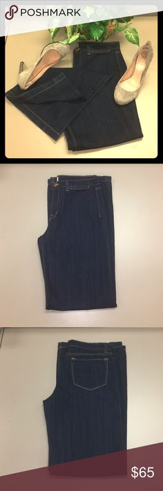 J Brand Malik High Rise Wide Leg Jeans SZ 29 Dark wash J Brand Malik High Rise Wide Leg Jeans Women's Size 29. Denim is in Immaculate Condition. No wear on bottom No stains and rips or tears. J Brand Jeans Flare & Wide Leg