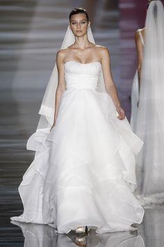 Robe de mariée Pronovias en location Manuel Mota, Val D'oise, One Shoulder Wedding Dress, Wedding Dresses, Occasion, Articles, Inspiration, Fashion, Wedding Gowns