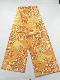 This is a Fukuro obi with gorgeous Tabanenoshi pattern, which is woven.  Phoenix, butterfly, and seasonal flowers are boldly designed