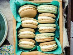 Découvrez la recette Macarons Thermomix sur cuisineactuelle.fr. Macaron Nutella, Macaron Dessert, Macaron Flavors, Macaron Recipe, Thermomix Desserts, Meringue Pavlova, Lasagna