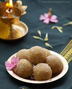 Sweet Undrallu Recipe - Traditional Andhra steamed dumplings for Ganesh Chaturthi - made with rice rava, jaggery, moong dal and coconut - blendwithspices.com