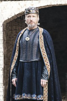 Photo of Vikings Season 2 King Ecbert official picture for fans of Vikings (TV Series) 37651263 Vikings Tv Series, Vikings Tv Show, Vikings Ragnar, Ragnar Lothbrok, Lagertha, Viking Series, Movie Costumes, Film, Medieval Clothing