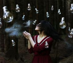 The amazingly surreal and conceptual self portraits by 18-year-old photographer Xin Lí