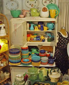 FIESTA is a line of dinnerware introduced in 1935 by the Homer Laughlin Pottery Company of Newell, West Virginia. It was designed by Frederick Rhead, a leading ceramist of the time. Its Art Deco design, 11 different colors and over 50 different pieces has Antique Dishes, Vintage Dishes, Vintage Kitchen, Vintage Items, Vintage Stuff, Fiesta Kitchen, Hoosier Cabinet, Cupboard, Art Nouveau