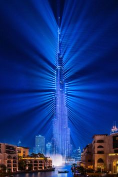 I was lucky to catch the Light Up 2018 laser show while in Dubai this month. The Guinness World Recordbreaking laser show was on repeat after its first showing during last New Years Eve. Seeing it for the first time in real life really wowed me. Dubai Architecture, Beautiful Architecture, Landscape Architecture, Dubai City, Dubai Uae, Dubai Nightlife, Sands Singapore, Amazing Buildings, Modern Buildings