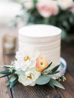 Photography: Troy Grover Photographers - troygrover.com Floral Design: JL Designs - jldesignsandevents.com Cake: Sweet And Saucy - sweetandsaucyshop.com   Read More on SMP: http://www.stylemepretty.com/2015/12/29/al-fresco-catalina-view-gardens-wedding/