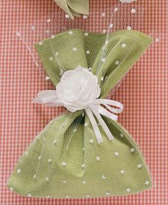 segredos da vovo festa verde14 Lavender Bags, Lavender Sachets, Wedding Favor Bags, Wedding Gifts, Goodie Bags, Gift Bags, Sewing Crafts, Sewing Projects, Deco Table Noel