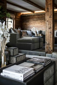 Living in a chalet. Living room designed by the architects and stylists of Kabaz. Home, Interior Architecture, Cabin Decor, Decor Interior Design, Luxury Living, Living Room Interior, House Interior, Chalet Interior, Luxury Interior